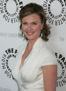 Actress Brenda Strong ditches her housewife role in real life.
