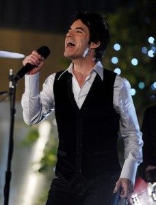 Lead singer, Pat Monahan, belts out a tune for The Bachelor ladies tonight on CBS