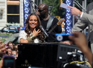Alicia Keys is a mom and I'm just finding out!