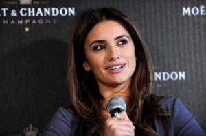 New mom Penelope Cruz strolls across the red carpet with a certain glow!