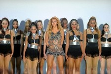 Beyonce brightens up the stage at the 2011 Billboard Music Awards
