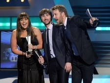 Lady Antebellum impresses Steven Tyler on American Idol to cover Aerosmith tune!
