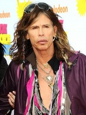 Steven Tyler embraces the glitz & glam of Hollywood!
