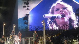 Taylor Swift fills Van Andel Arena with her talent and resounding voice!