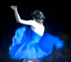 Taylor Swift handles wardrobe malfunction in stride!